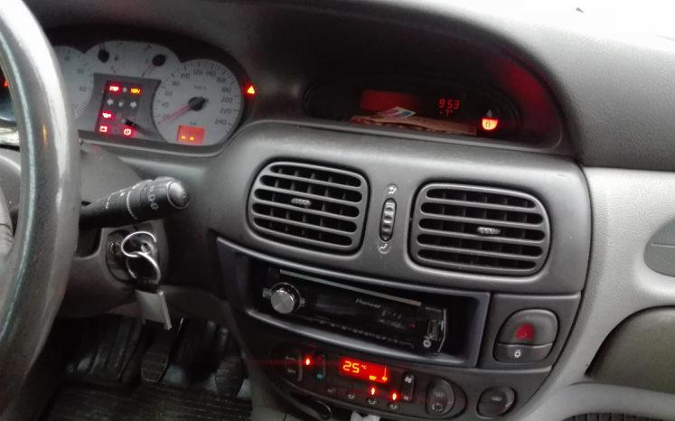 Renault Sandero 2002 полный